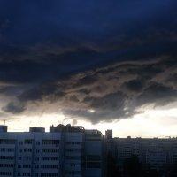 Тучи над городом :: Виктор Добрянский