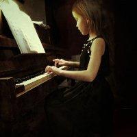 Маленькая пианистка :: Виктория Логинова