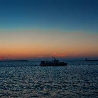 Вечерняя морская прогулка :: Юрий Яловенко