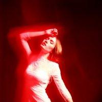 Женечка в красном свете :: Анна Елишева