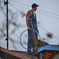 Рабочий на крыше :: Вербена Лаета