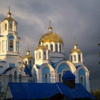А из нашего окна церковь белая видна... :: Алексей. Бордовский