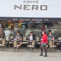 Обеденный перерыв в Лондонском кафе :: Андрей Синявин