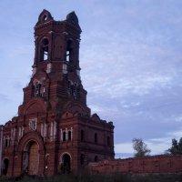 Заброшеная церковь :: Алиса Грос
