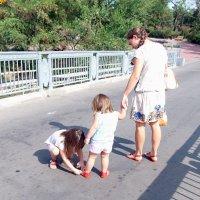 Всегда поможет старшая сестра! :: Наталья