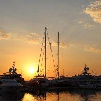 В порту на закате солнца :: valeriy khlopunov