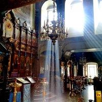 В храме...лучи света :: Аlexandr Guru-Zhurzh