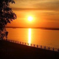 июльский закат на Енисее :: Виктор Филиппов