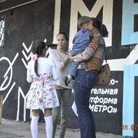 """Встреча подруги на открытие в КОП """"Метро"""" :: Батыргул (Батыр) Шерниязов"""