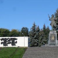 И вечный бой... Памятник Александру Матросову в Великих Луках... :: Владимир Павлов