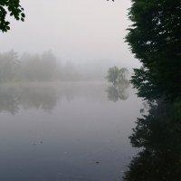Спит река в объятиях тумана... :: Валентина Данилова