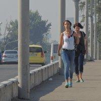 на мосту :: Алексей Меринов