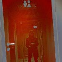 Маячит отражение, его я не боюсь! :: Ирина Данилова