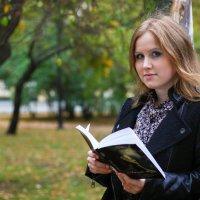 Увлекшись чтением... :: Дина Нестерова