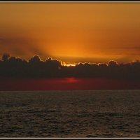 закат на средиземном море :: Вячеслав Завражнов