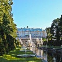 Вид на Большой дворец в Петергофе :: Ирина Варская