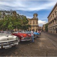 TAXI...TAXI...разноцветное такси...Это Куба...детка(с)... :: Александр Вивчарик