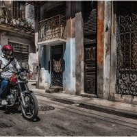 Гуляя улочками старой Гаваны...Это Куба...детка(с)... :: Александр Вивчарик
