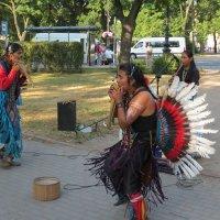 Индейцы в городе :: Георгий Кашин