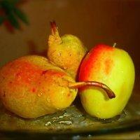 Просто.....груши... и...яблоко.!!!)))) :: Людмила Богданова (Скачко)