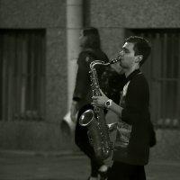 Одинокий саксофонист... :: Владимир Питерский