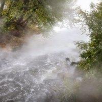 Октябрьские мотивы бурной реки... :: Андрей Войцехов