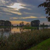 Закат над озером :: Александр