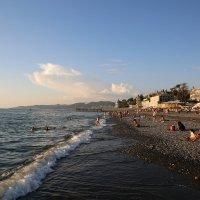 октябрь - на Ривьерском пляже в Сочи :: valeriy khlopunov