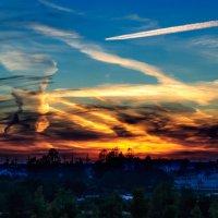 Причудливый рисунок на закате Рисует солнце с облаками в небесах... :: Анатолий Клепешнёв