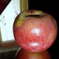 Яблочко не на тарелочке... :: nadyasilyuk Вознюк