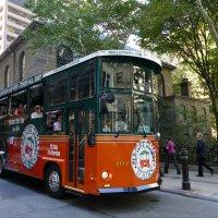 Отражения... (экскурсионный автобус в Бостоне) :: Юрий Поляков