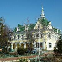 Батайск. На подворье Свято-Троицкого храма :: Нина Бутко