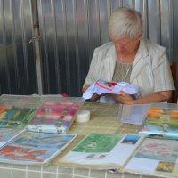 На книжном рынке в Чистяковской роще г.Краснодара. :: Наталья Петракова
