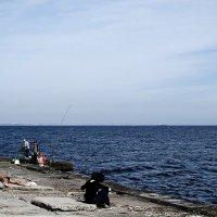 рыбалка, пляж и морской моцион... :: Людмила