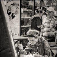 Женщина в кафе... :: Daniel (Fichetto)
