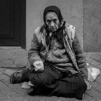 мир очень сложное место , здесь нельзя разделить на чёрное и белое :: человечик prikolist