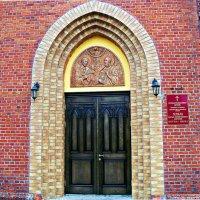 Вход в храм. :: Валерия Комова