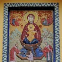 Храмовая икона на северном фасаде церкви. :: Александр Качалин