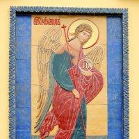 Образ Архангела Михаила на северном фасаде церкви. :: Александр Качалин