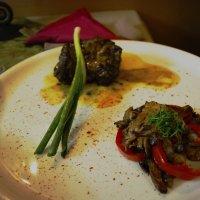 В Долмама ресторане :: Arman S