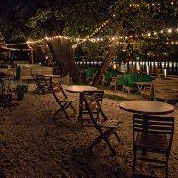 Печалится вечер, кафе опустело :: Ирина Данилова