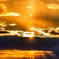 Солнце прячется за тучи... :: Анатолий Клепешнёв