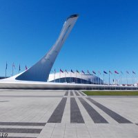 Олимпийский парк. Олимпийский факел, теперь в его чаше фонтан... :: Нина Бутко