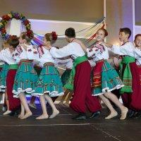 Дети в вихре танца... :: Юрий Поляков