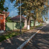 Здесь в золоте лип - голубой небосвод, и каждая улочка к Храму ведёт! :: Ирина Данилова