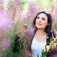 Любимая в сказочном саду ... :: Alex Lipchansky
