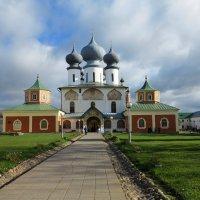 Мужской монастырь. Тихвин :: Наталья