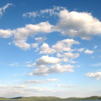 плывут по небу облака :: Лора Я