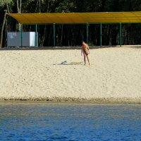 одинокий октябрьский пляжник :: Александр Прокудин