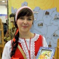 девушка и пряники :: Олег Лукьянов
